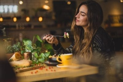 woman eating hours before bedtime circadian rhythm